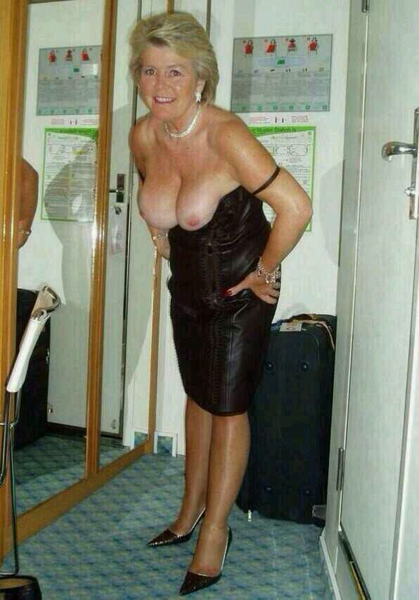 Dame Old Mature Beautiful Old Woman Sexy Legs Old Granny Old