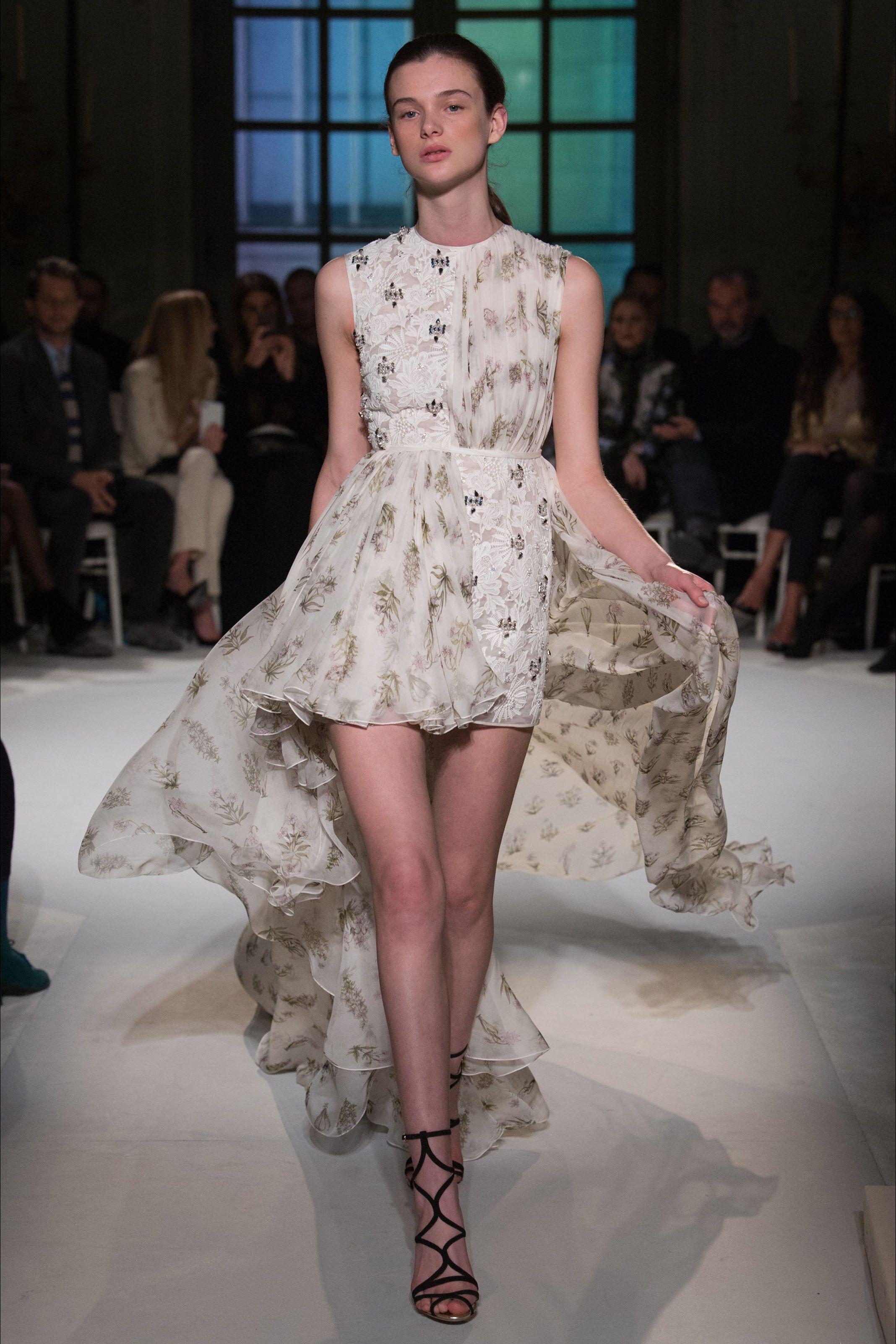 Sfilata Giambattista Valli Parigi - Alta Moda Primavera Estate 2017 - Vogue