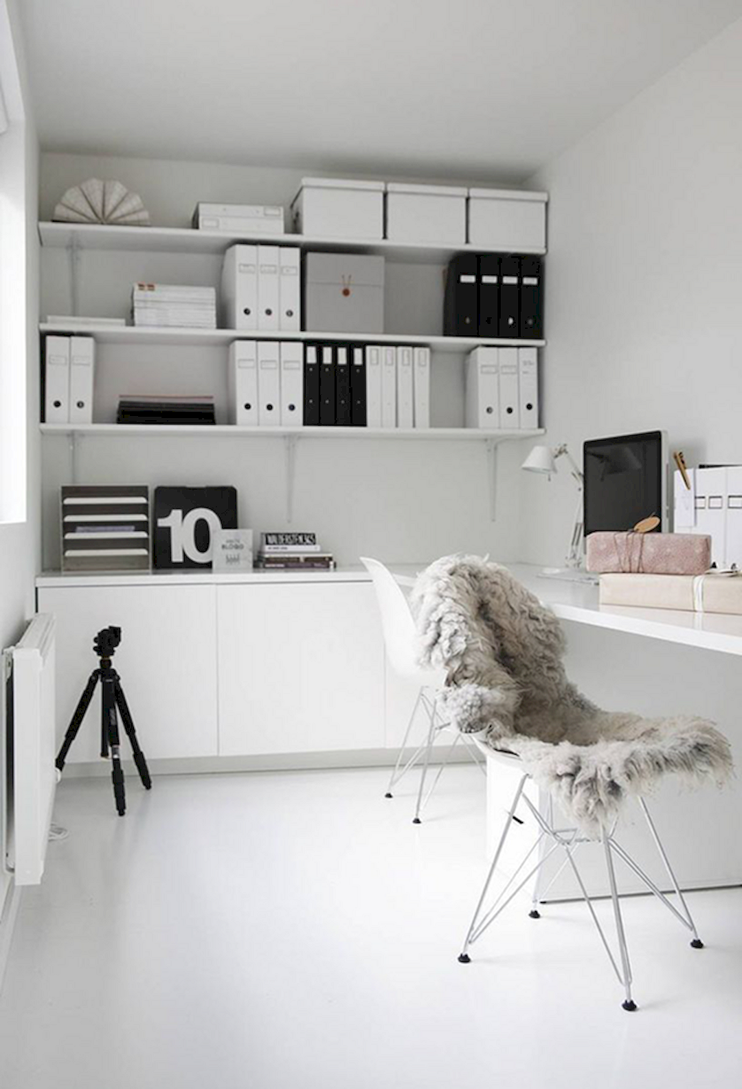 Elegant Interior Designs: 182 Monochrome Styles Collection