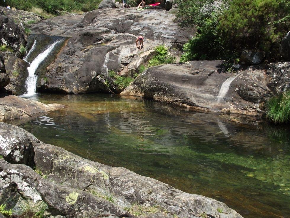 Piscinas naturales del r o piedras a pobra do carami al for Piscinas naturales y rios en madrid
