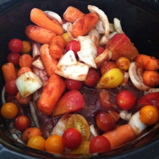 Super easy crock pot Roast.  Made this tonight. Delish!! 1 roast 1 C root beer 6 garlic cloves or powder equiv 1/2 sweet onion chinned up Baby carrots - as u like (12ish) 15 Cherry tomatoes (whole) or just a 2 big tomatoes chopped up 3 T BBQ sauce  1 T Black pepper Mix it all in the crock pot and set to high for 6 hrs Yummy!!