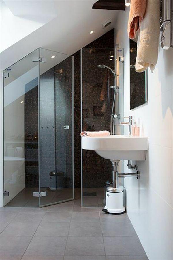 dachwohnung einrichten 35 inspirirende ideen dachwohnung duschkabine und waschbecken. Black Bedroom Furniture Sets. Home Design Ideas