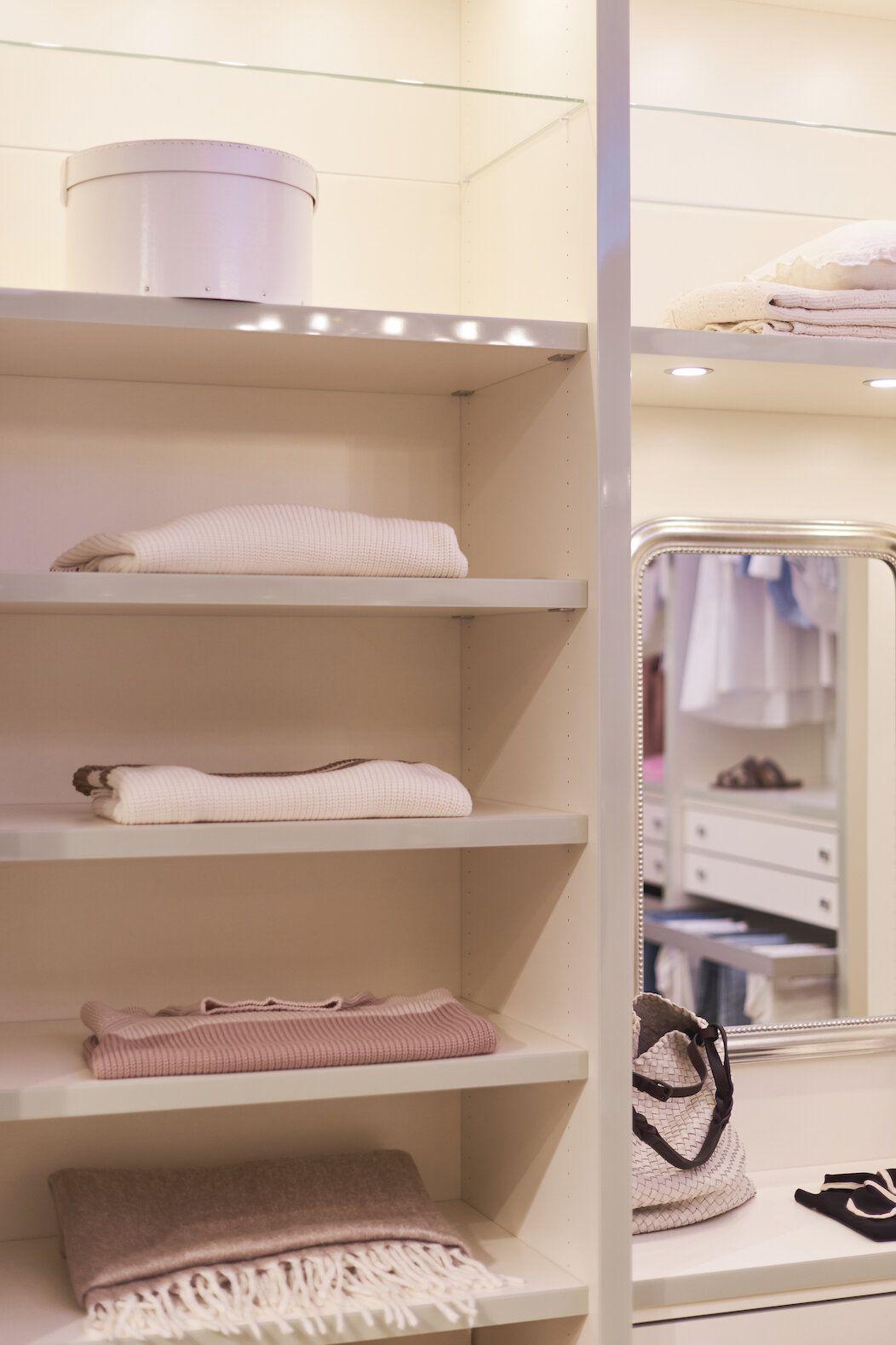 Der Perfekte Kleiderschrank Tipps Fur Die Einrichtung Und