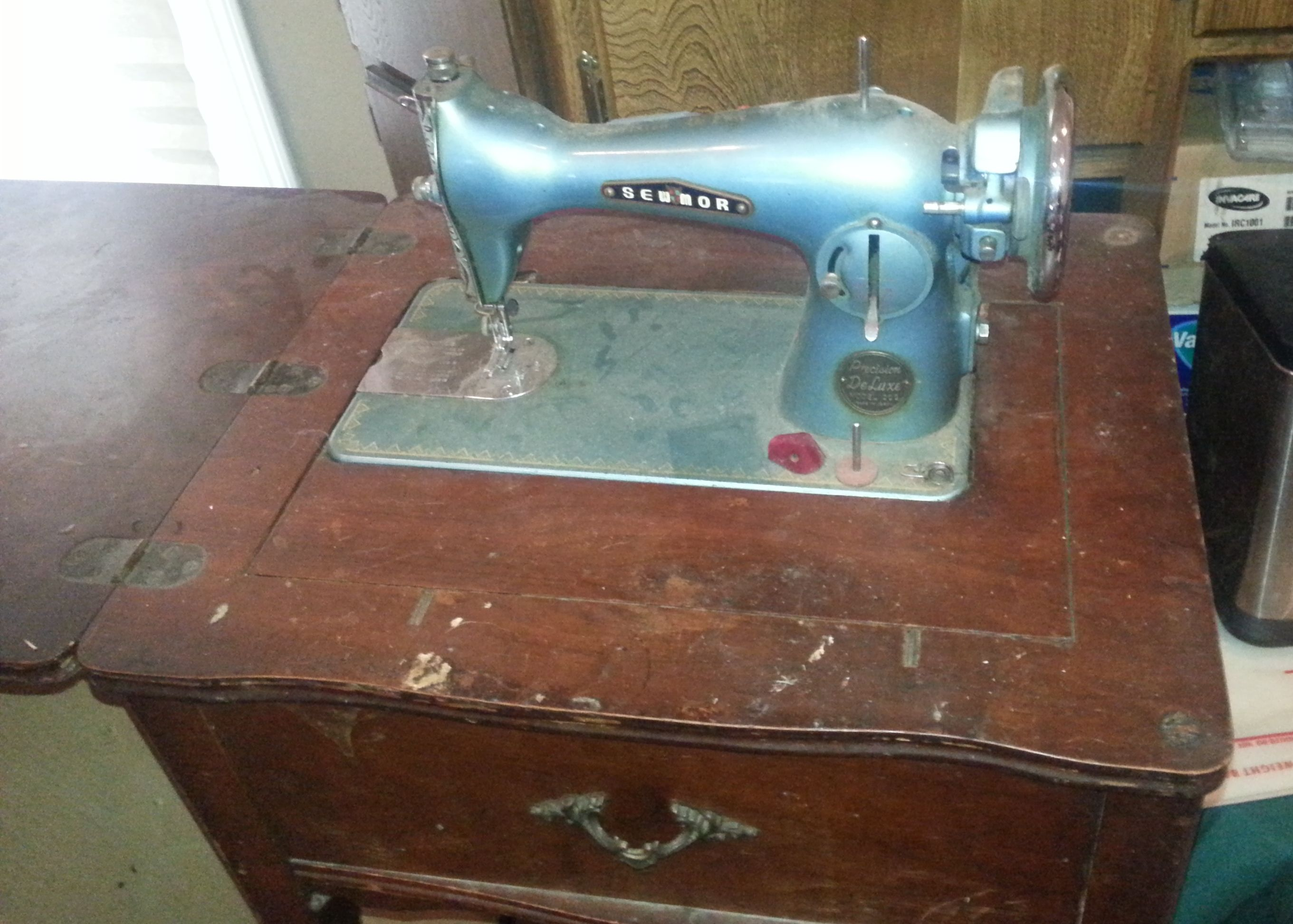 Evrything4sales garage models sewing machines and tyxgb76ajthis precision deluxe antique sewing machine model 202 with wood c in evrything4sales garage sale sciox Gallery
