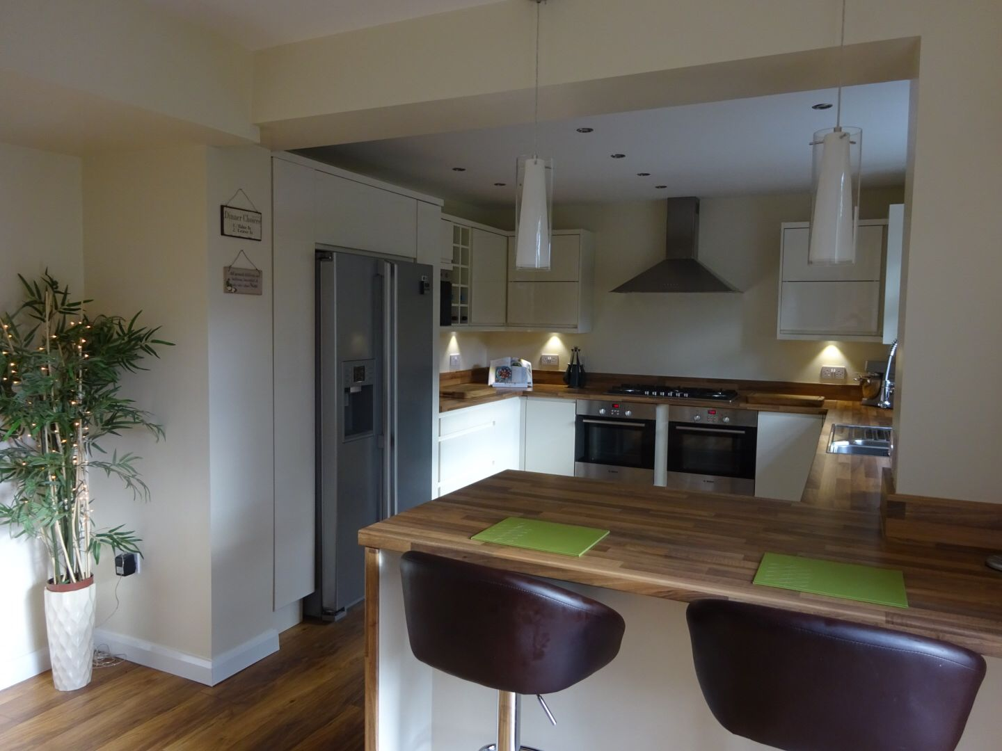 G-shaped kitchen with breakfast bar | G shaped kitchen ...