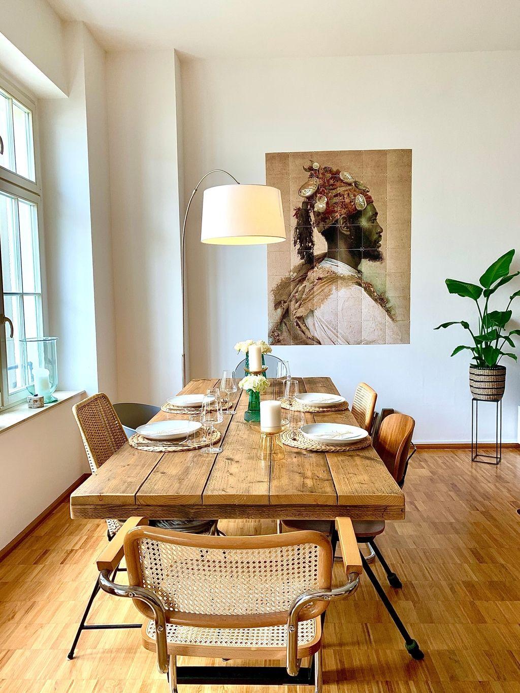 Ein Abend Mit Lieben Freunden Tisch Tischdeko In 2020 Holztisch Esszimmer Haus Deko Dekor