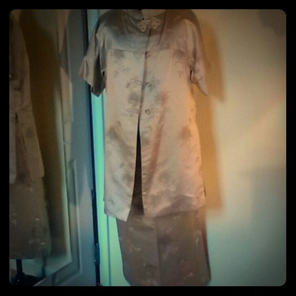 Vintage Asian silk suit Heavy material raw silk lined suit. Great condition Dresses