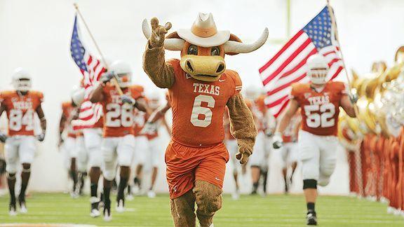 University Of Texas Mascot >> Ut Mascot Bevo Leads Out The Hook Em Horns On Gameday Total