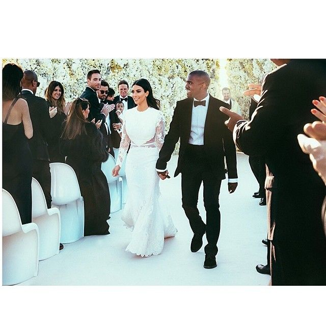 Pin for Later: Deux Ans Plus Tard, Retour Sur le Mariage Extravagant de Kim et Kanye