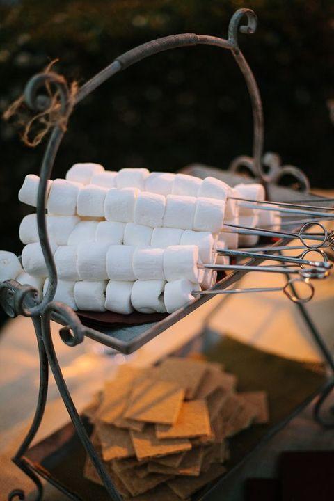 Te gekke ideeën voor een kampvuur op een winterbruiloft  | HappyWedd.com