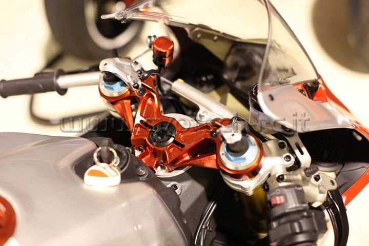 Piastra Di Sterzo Ducati Panigale 1199 S Ohlins Forks Exhaust