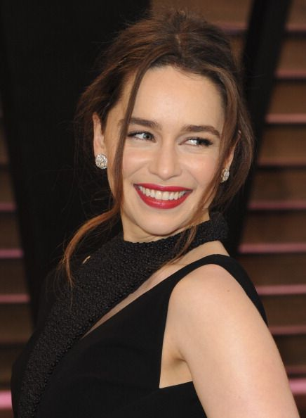 Emilia Clarke at the 2014 Vanity Fair Oscar Party. Makeup ...