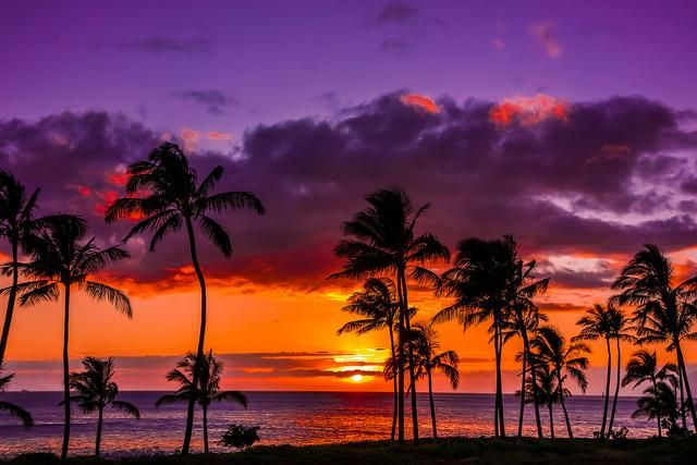 Stunning sunset in #Hawaii.