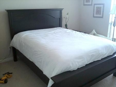 DIY farmhouse bed   http://ana-white.com/2009/11/plan-love-farmhouse-bed-now-with-arch.html