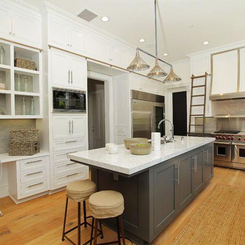 Best Island Gauntlet Gray Sw7019 Cabinets Snowbound 400 x 300