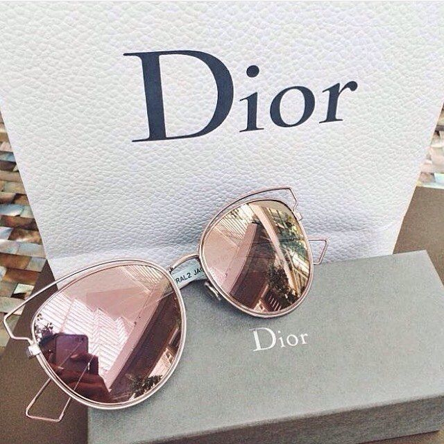 иι¢σℓє More Shades, Fashion, Style, Accessories, Sunny, Jewelry Accessories, Rayban Sunglasses, Dior Sunglasses, Rose Gold  Rose Gold Fashion Trends 101 Dior sunnies Seriously loving these Dior sunglasses! Clear frames with the perfect rosy gold shade