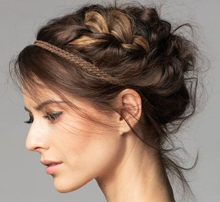Beauty tip for a quick boho look Chignon