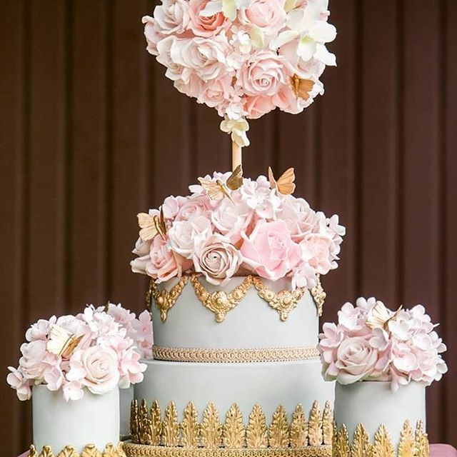 A beautiful #baroque topiary cake made entirely of #sugarflowers by @elizabethscakeemporium #cakes #instacakes #baking #luxuryweddingcakes #cake #weddingcake #instafood #foodie #tooprettytoeat #tallweddingcakes #opulentweddingcakes #opulentcakes #cookbook #bestofthebest #author #authorsofinstagram