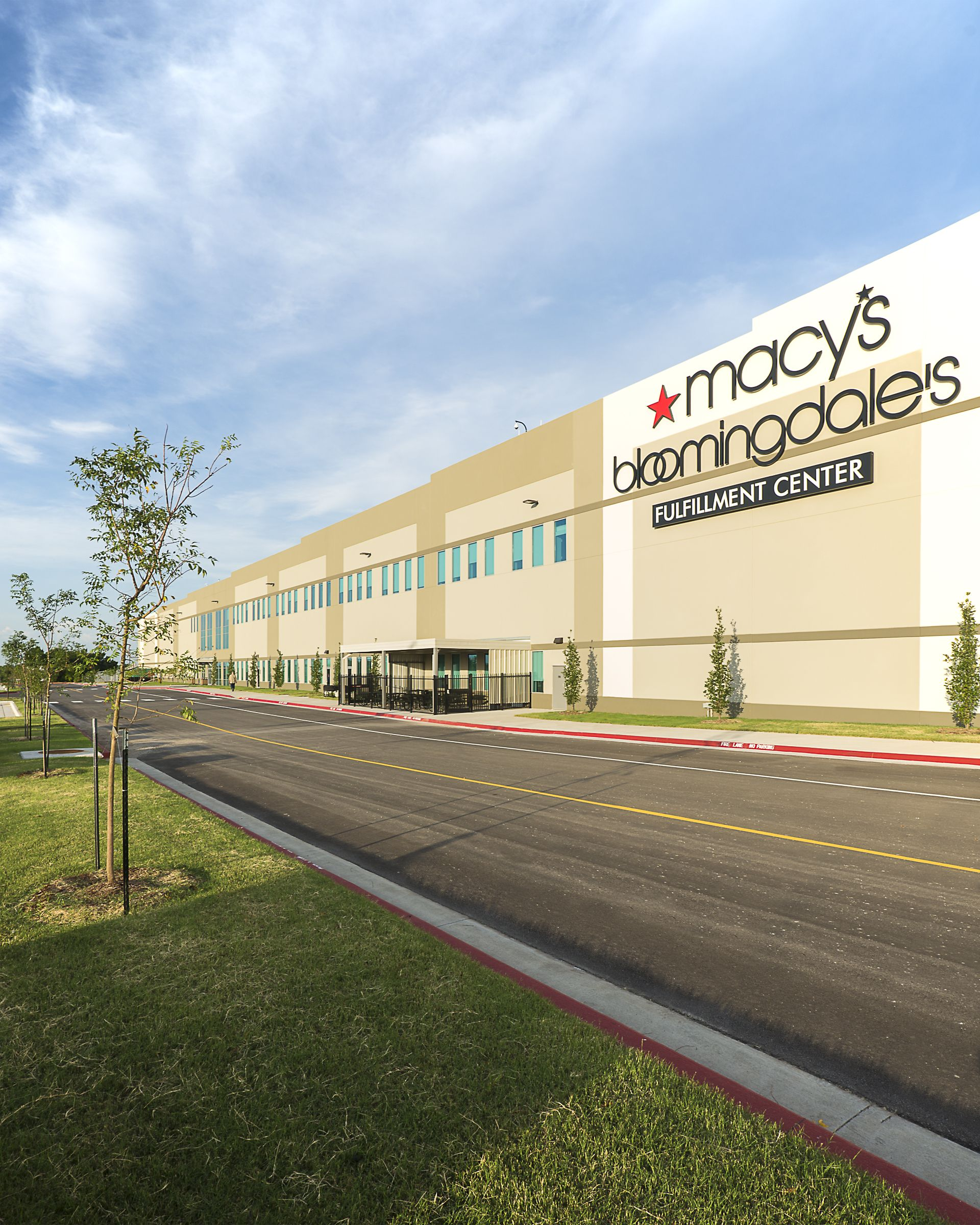 #WareMalcomb #Phoenix was mentioned in the Layton Construction newsletter about the new, 2 million square foot @Macy's Fulfillment Center in #Tulsa, #Oklahoma. Mutual #respect and #trust between the Layton and Ware Malcomb teams produced a seamless transition for Macy's.