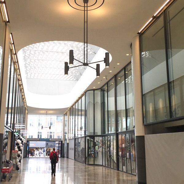 De #verlichting van winkelcentrum De Barones in Breda zijn geleverd ...