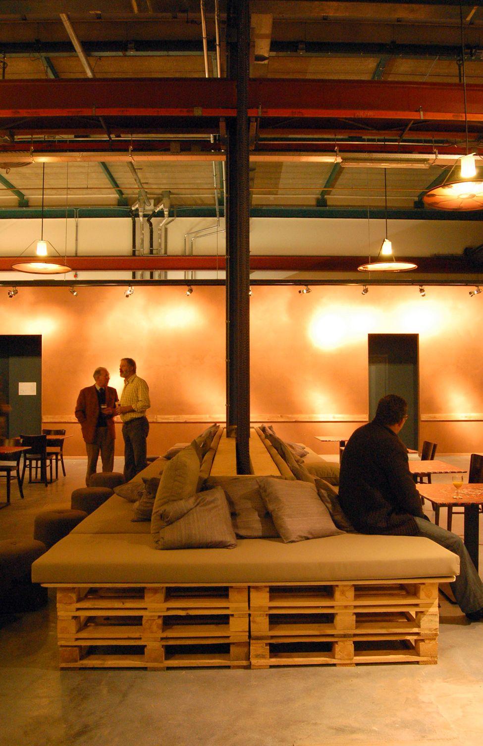Muebles de palets restaurante en amsterdam amueblado con for Muebles restaurante