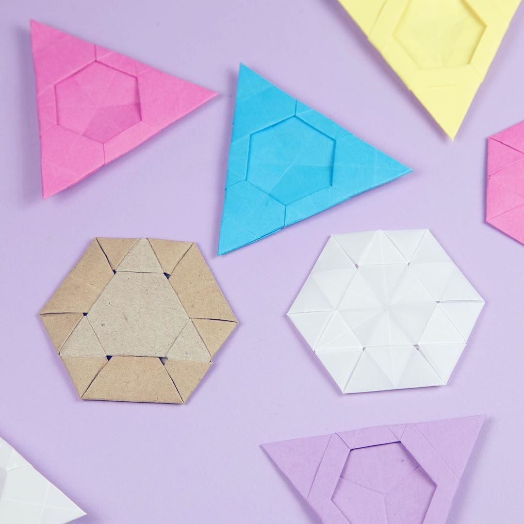 These Are All Made With Triangular Paper It Was Fun To Experiment Origami Triangle Hexagon Paperfolding Paperkawaii
