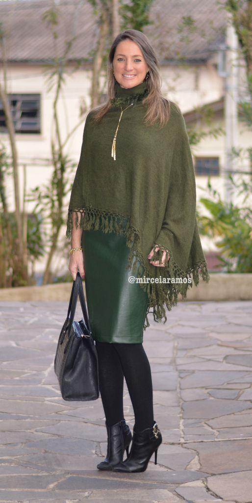Look de trabalho - look do dia - look corporativo - moda no trabalho - work outfit - office outfit - winter outfit - fall outfit - frio - look de inverno - inverno - saia lápis verde - saia de couro - green pencil skirt - poncho