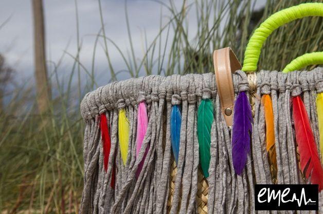 Capazo gris plumas capazos pinterest capazos cestas y trapillo - Capazo mimbre playa ...