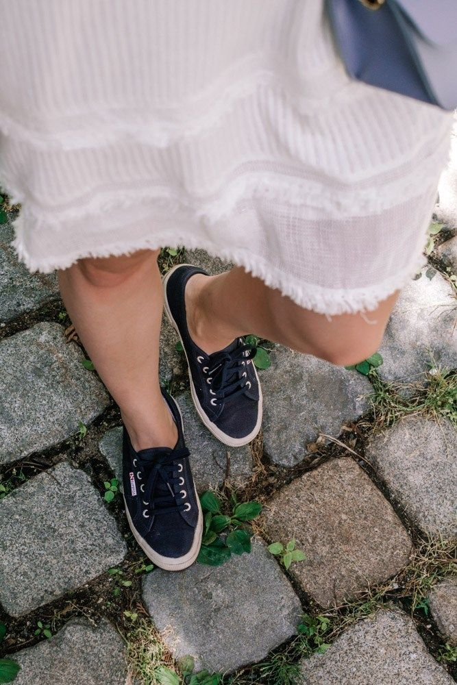 Sommerkleidchen vs. Sneakers | Modestil, Ballerina schuhe
