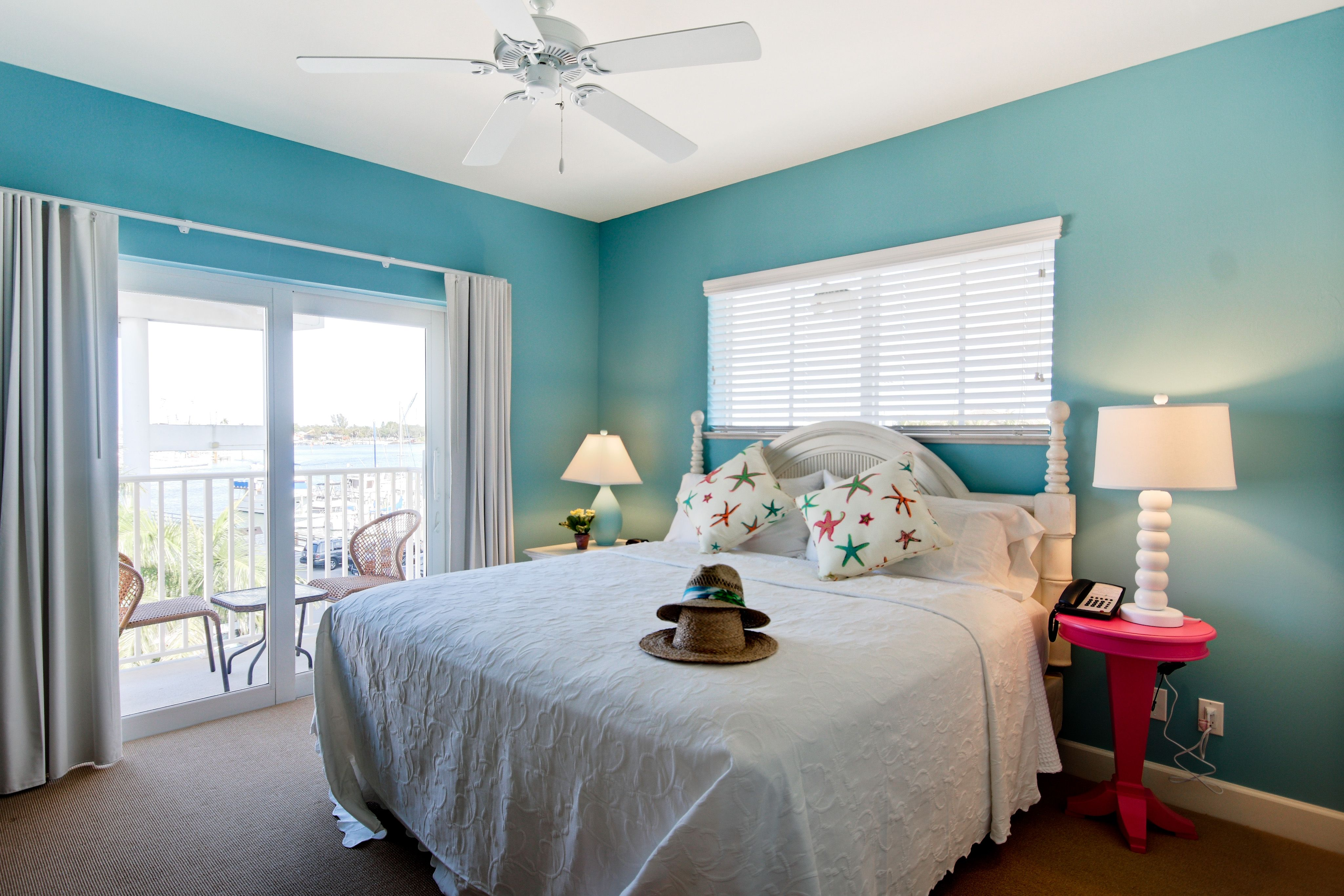Master Bedroom In The 2 Bedrooms Suite Harbour House At The Inn Bedroom Makeover 2 Bedroom Suites Home Decor