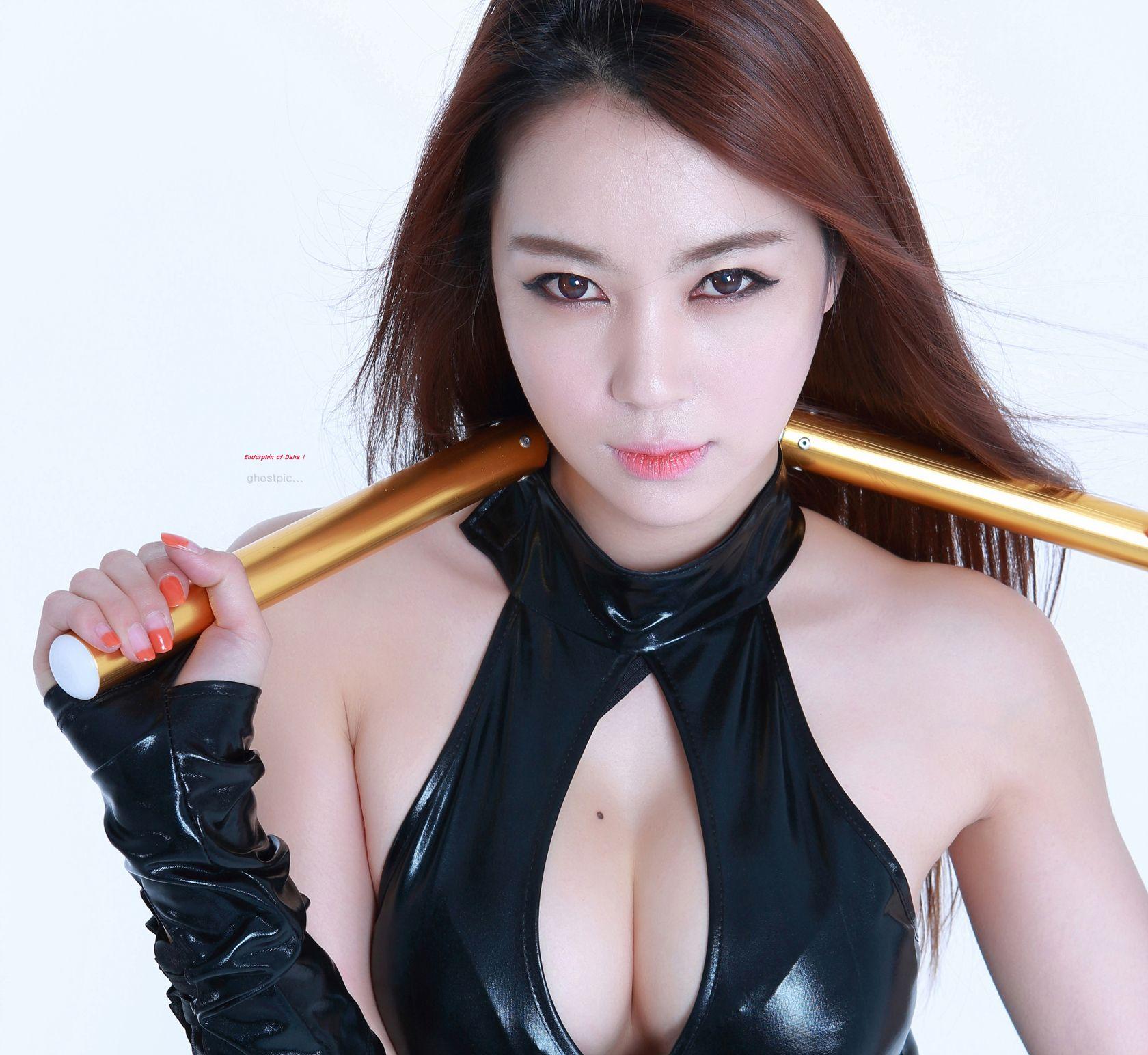 Kick-ass ninja cosplay by Joo Daha (one of the top racing models in Korea)