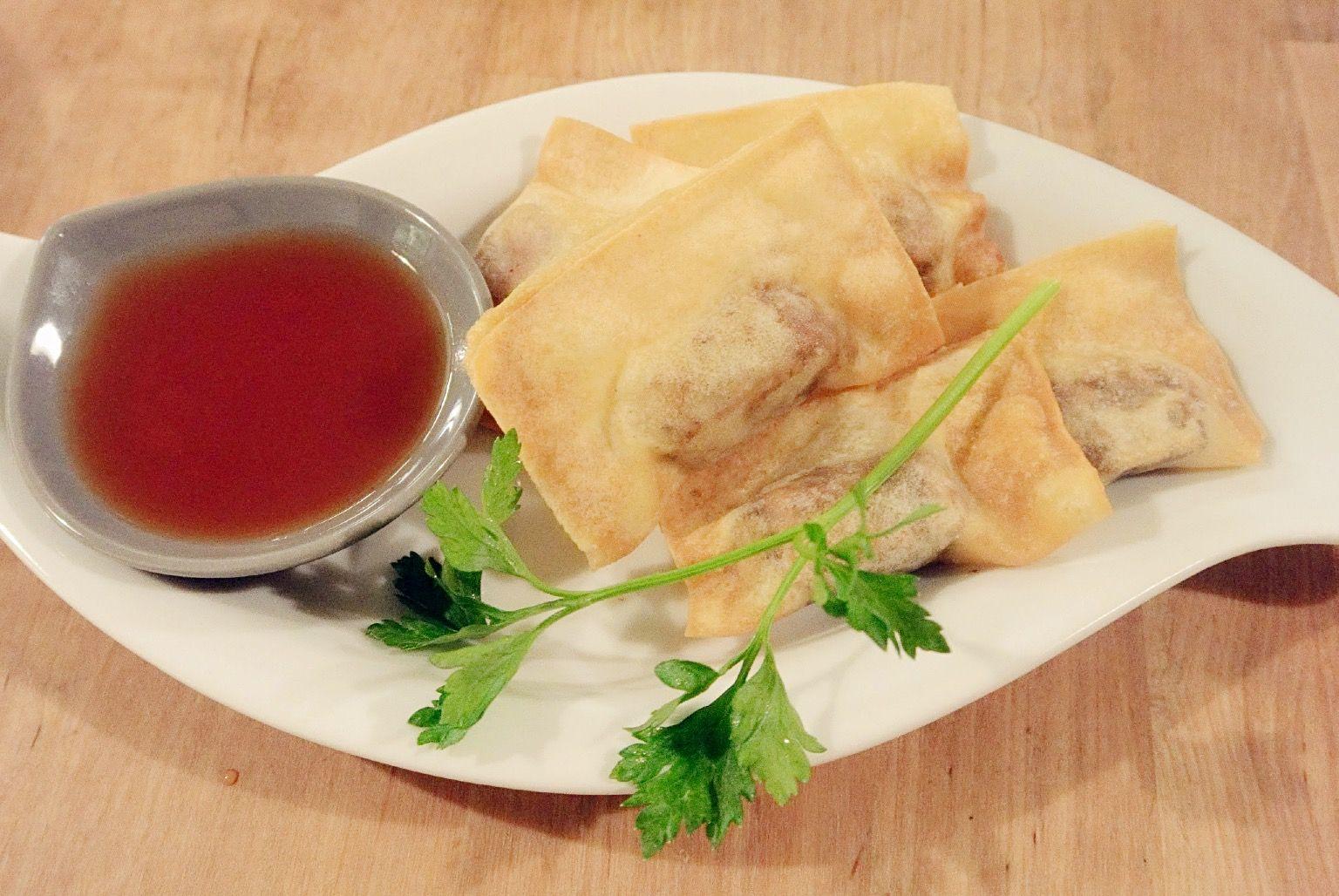Friteerattuja tofupaloja ja hapanimeläkastiketta 5€/5kpl
