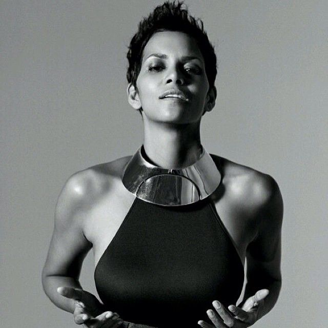 Halle. #WCW. Yes. ❤️| #thecutlife #shorthair #halleberry #beauty #style #stunner ✂️ - @thecutlife- #webstagram