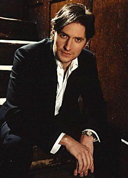 Richard Armitage  in Young Man at the Victoria and Albert Museum...gaze to the top.