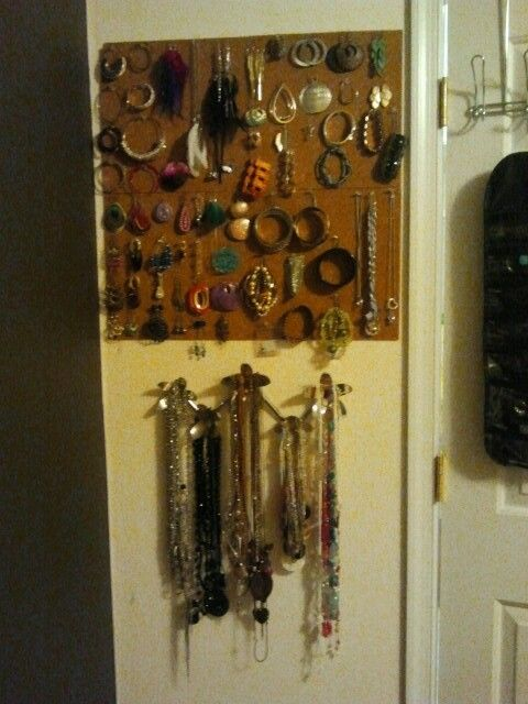 Made my own jewelery organizer ! A good use of my old college dorm cork boards