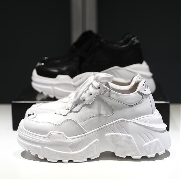 e3fa0a34 Высокое качество Женские кроссовки спортивная обувь прогулочная обувь кожи  на толстой подошве 2018 Новинка осени спортивные