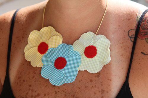 Colar de flores de retalhos Verão 2014