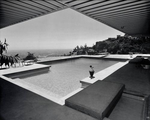 Case Study House No.22 : Stahl House (1960)   Architect : Pierre Koenig   Photo : Julius Schulma