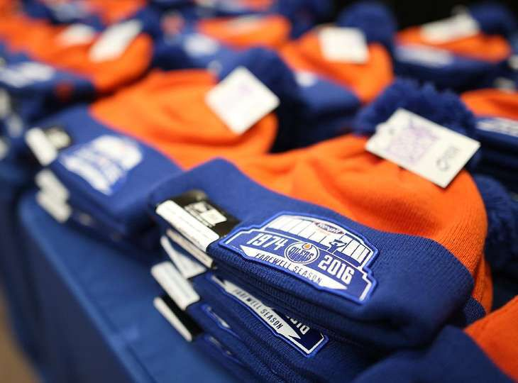 Oilers 'Farewell Season at Rexall' Toques