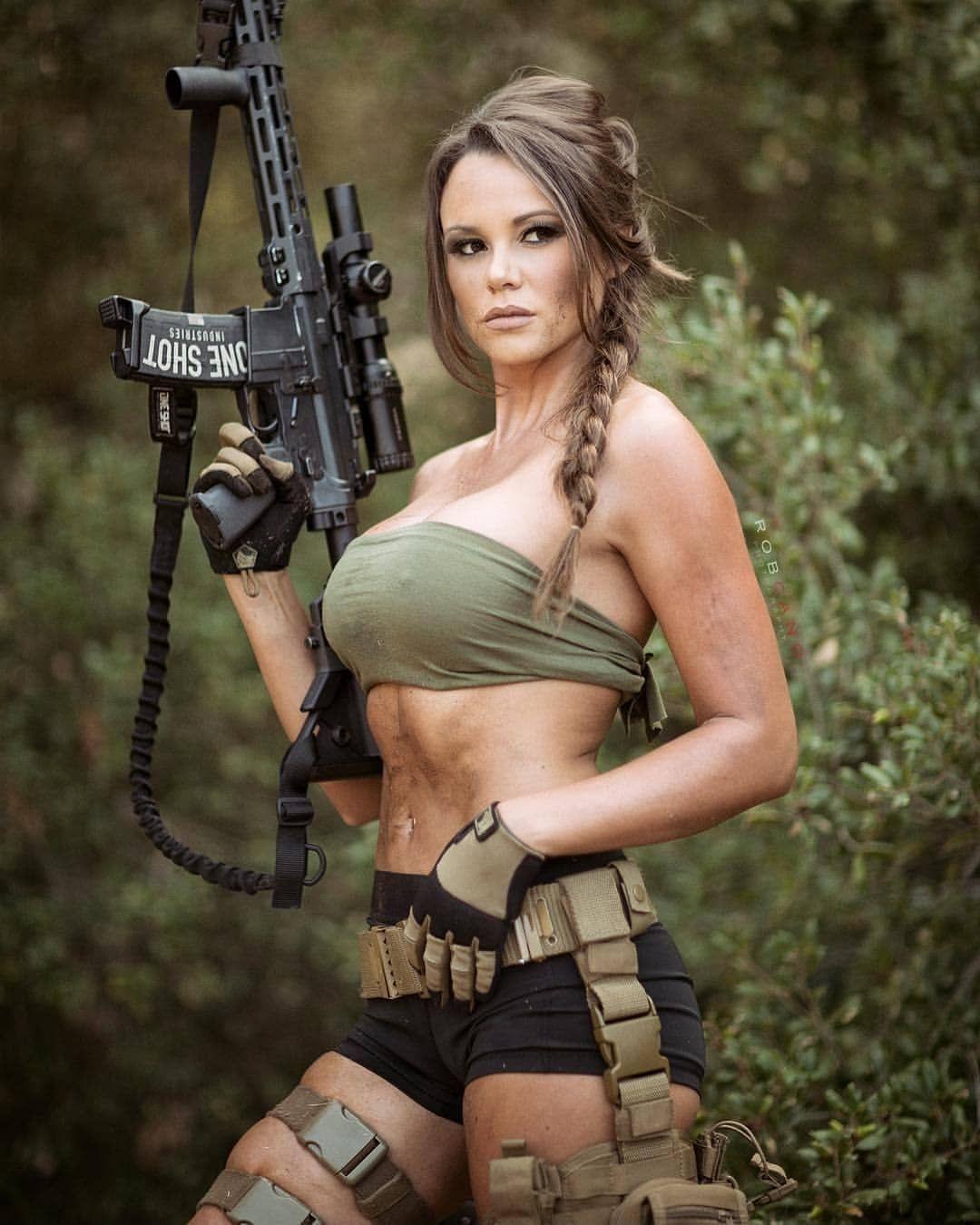 Military girls don't obstruct commander shoving