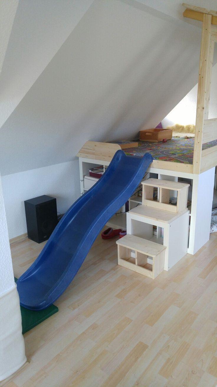 Ikea Hack Eine Spielplattform Mit Rutsche Wurde Auf 2 Kallax Regalen Erstellt Also Ich In 2020 Kinder Zimmer Ikea Bett Hack Kinderschlafzimmer