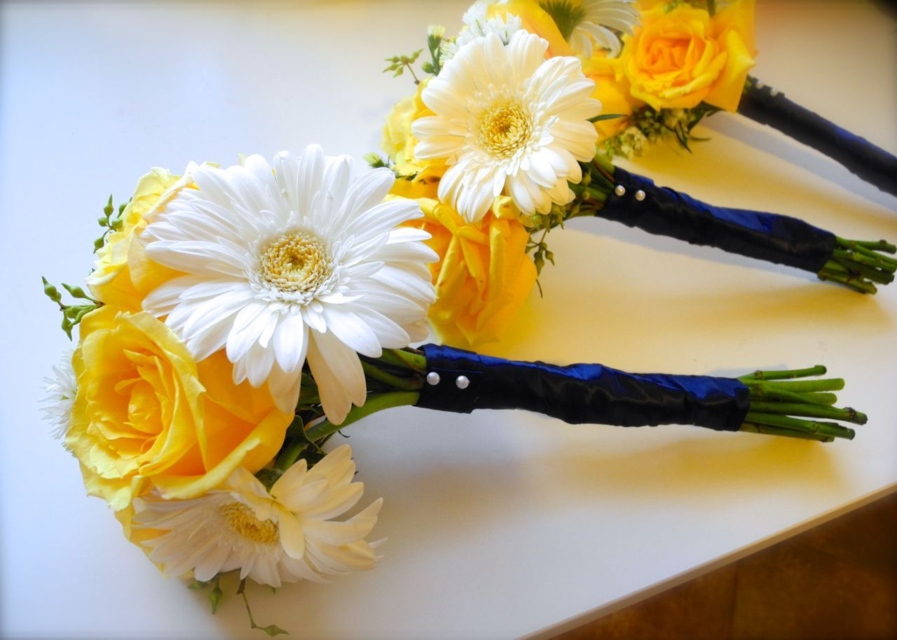 White And Yellow Bridesmaid Bouquets Something Like This With Blue Ribbon