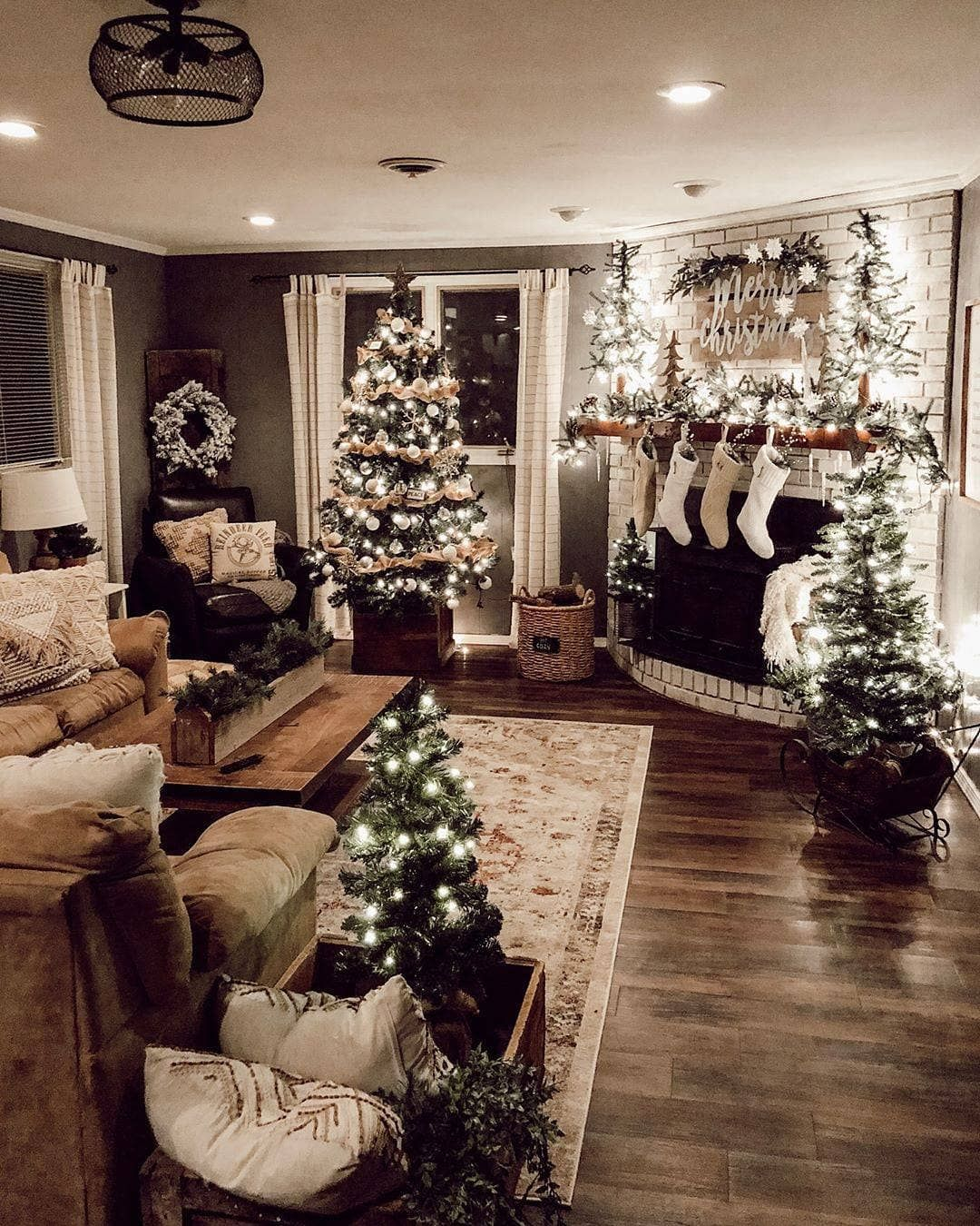 Cozi Homes On Instagram This Family Room All Ready For Christmas Has Really Given Us The Holiday Spirit Christmas Room Indoor Christmas Rustic Christmas