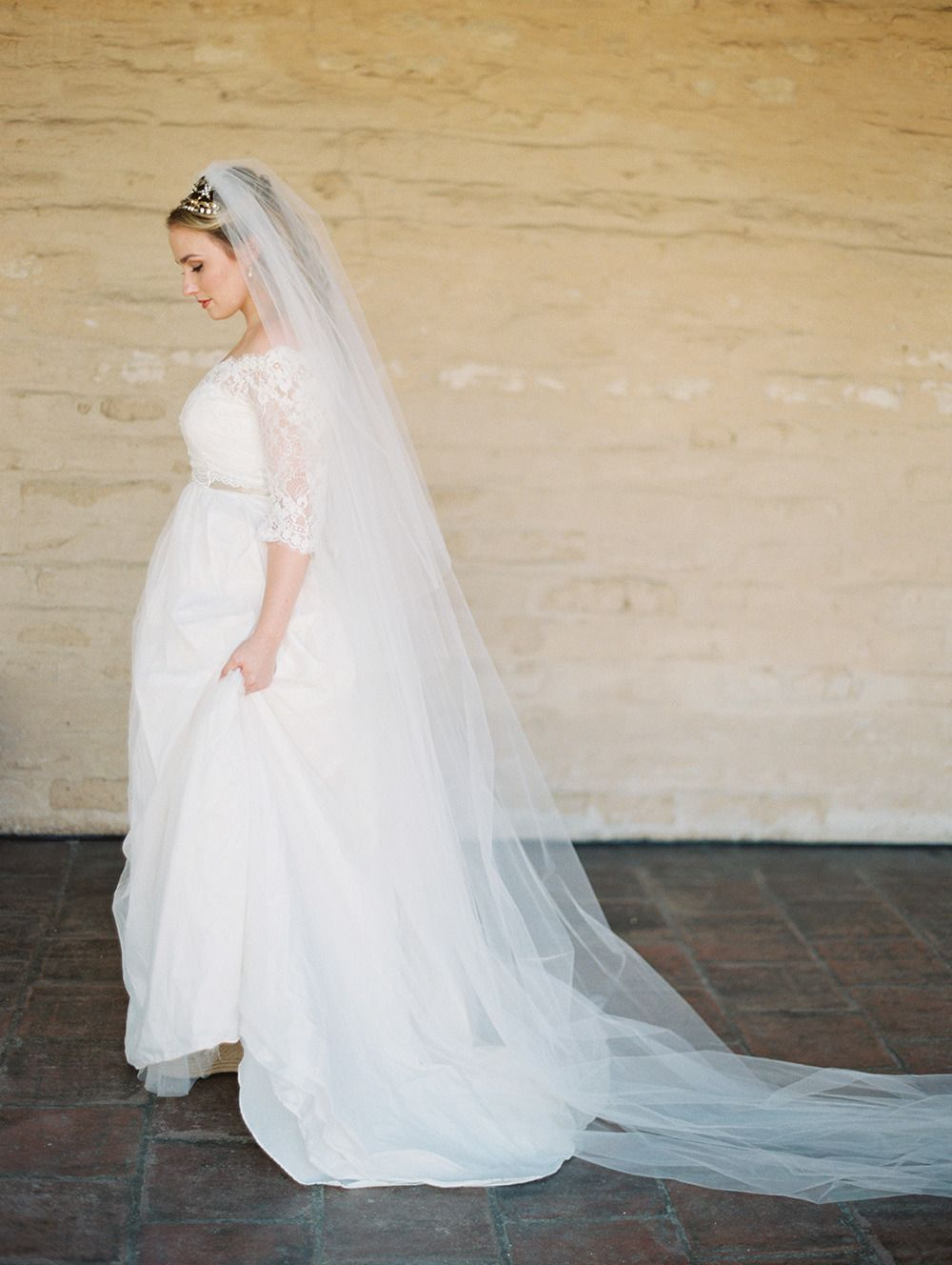 the veil + headpiece and lace gown = perfection! | Photography: Lane Dittoe - lanedittoe.com