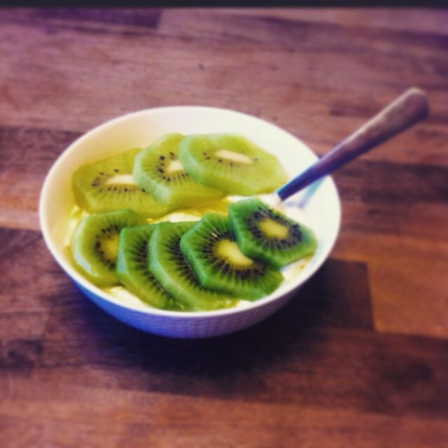 While i am reading Green kitchen stories travels that I have got today :) I'm eating my delicious creamy greek yoghurt with,,,yes with 2 kiwi in a different maturation phases. + little agave syrup. Happy easter!!!☺☀