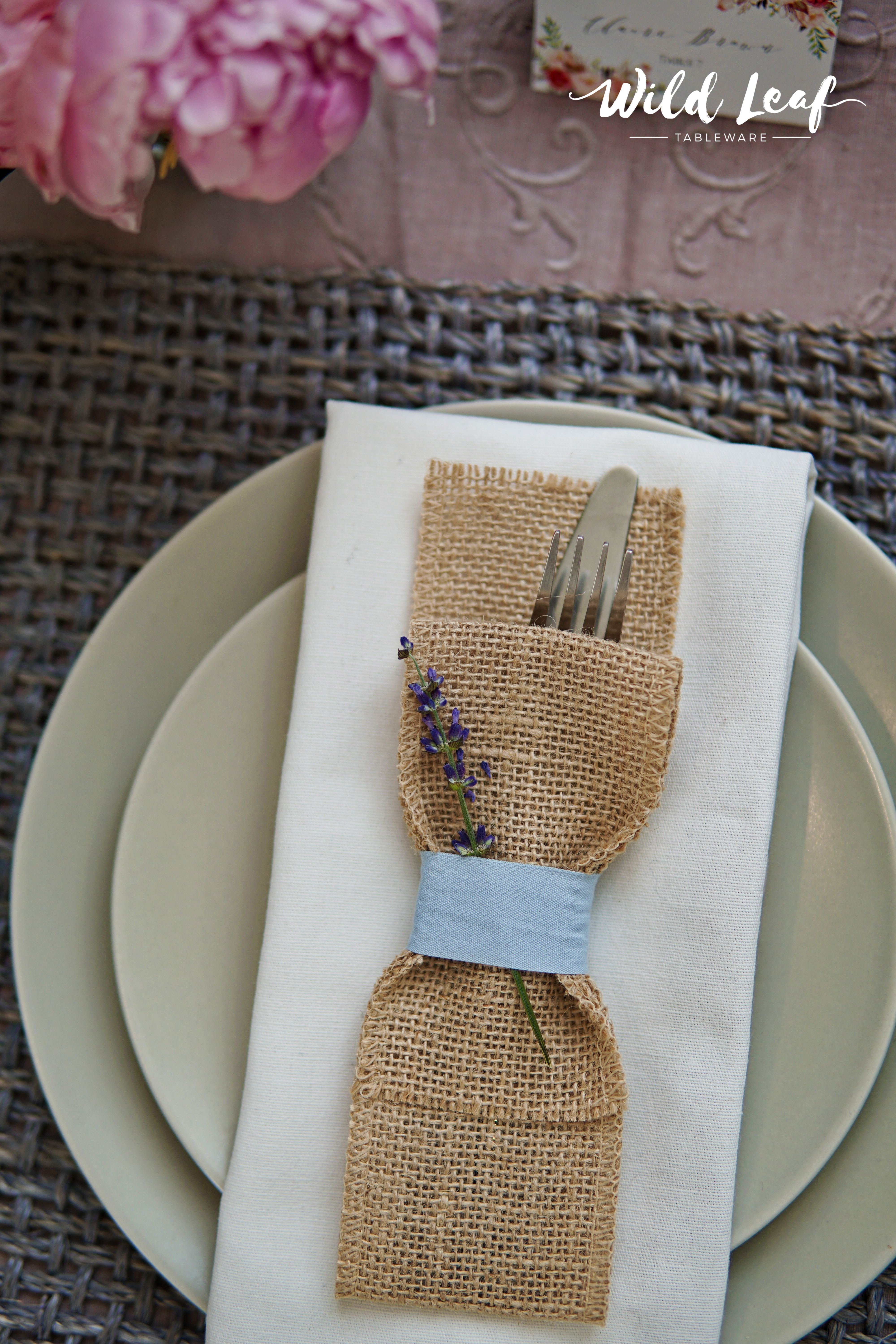 For A Rustic Wedding Table Decor Try These Burlap Silverware