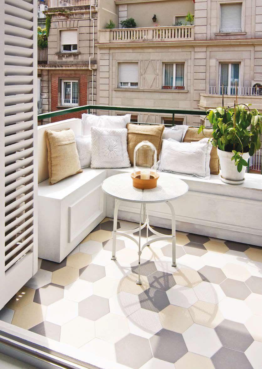 Un Depto Con Base Blanca Y Toques De Color Balcon Del Apartamento De Decoracion Diseno De Balcon Decoracion De Terrazas Pequenas