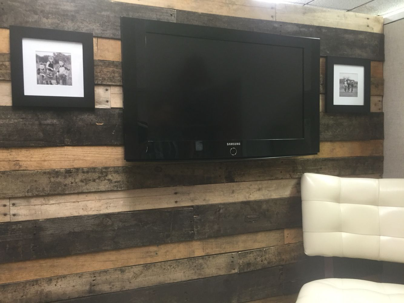 Pallet Wood Wall Covering A Cubicle Wall In 2019