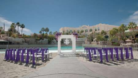 Best Of Both Worlds Beach Setting In Las Vegas At The Mandalay Bay