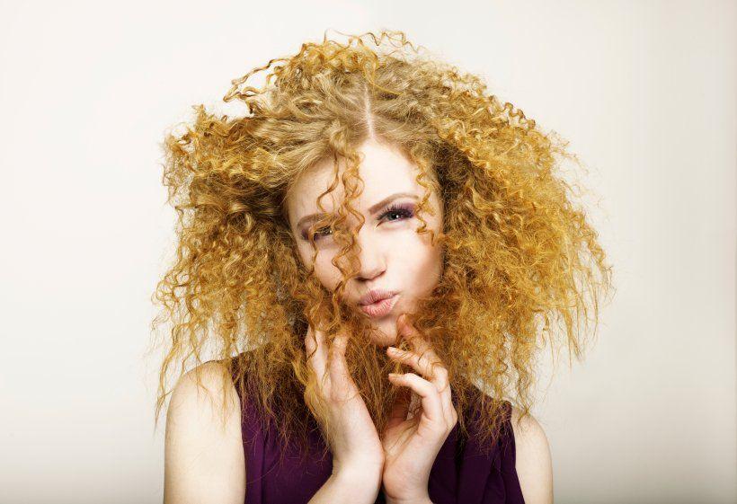 Vom Glatten Haar Zur Welligen Mahne Locken Selbst Machen Haare Uber Nacht Locken Dauerwelle Dunnes Haar Und Locken Machen